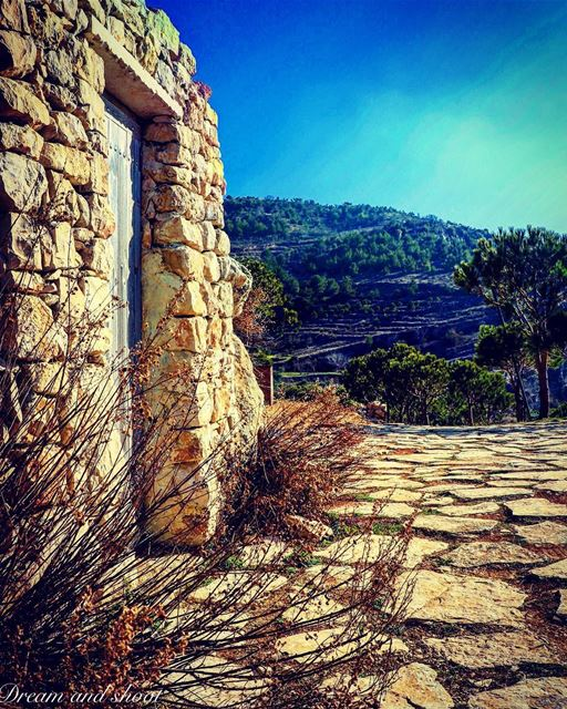 Behind every door there is an opportunity  20likes  canon7dmarkii ... (Niha El Chouf)
