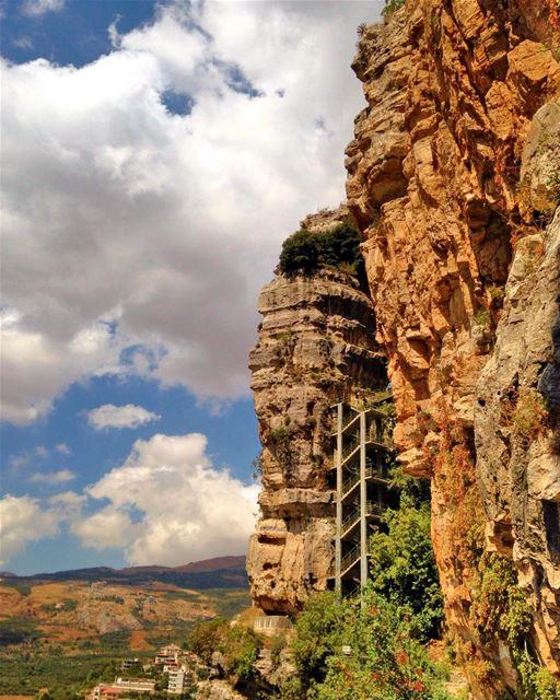Spectacular Morning from @liveloveakoura ⛰🏞 lebanonuntravelled @beirut.li (Akoura, Mont-Liban, Lebanon)