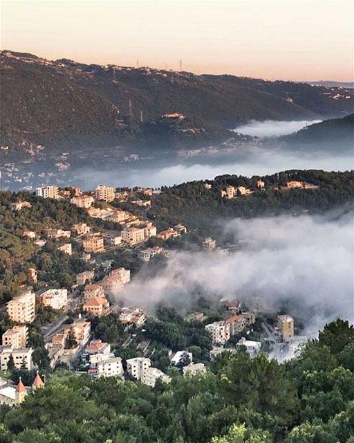 Clouds invading ☁️☁️@livelovekesserwan lebanonuntravelled @beirut.live ... (El Kfour, Mont-Liban, Lebanon)