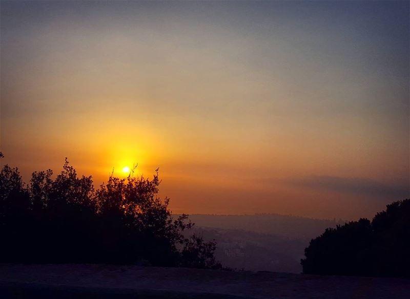 Jamais le soleil ne voit l'ombre.The sun never sees the shadow.... (Aley)