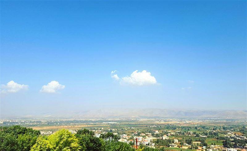 Peace ! GoodMorning LiveLoveLebanon ... (Bekaa valley)