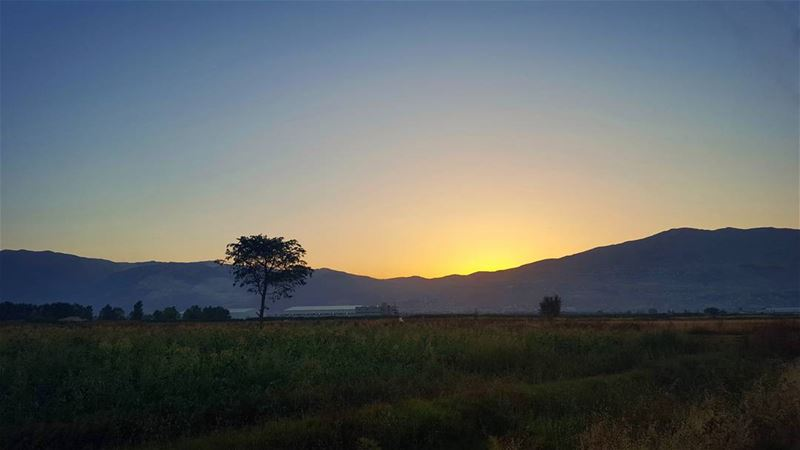 That Béqaai Sunset 😎 ... (Deïr Taanâyel, Béqaa, Lebanon)