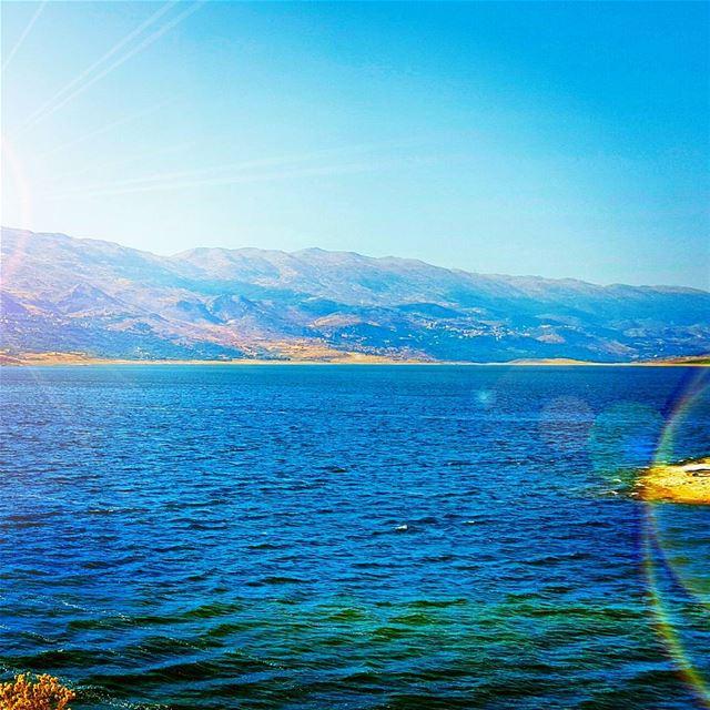 الله راسمها .... جنة على ارضه سمّاها لبنان (Lake Qaraoun)