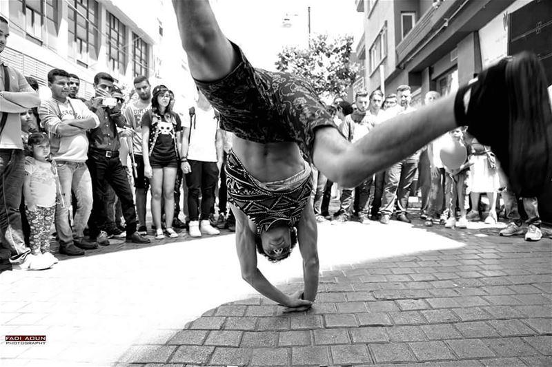 photo fadiaounphotography hamra dance street lebanon blackandwhite ...