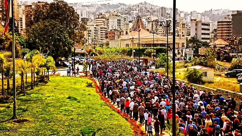 photo fadiaoun @faaoun Goodfriday mass cross people ...