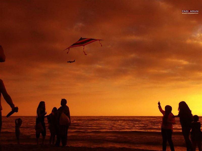 photo fadiaoun @faaoun sunset beach sea seascape airplane kite ...