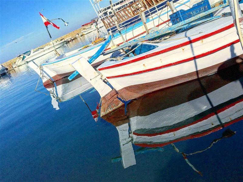 ألوان الصبح .. أزرق و أبيض livelovelebanon lebanon goodmorning ... (صور الميناء)