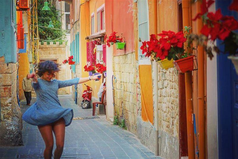 أيتها السمراء،إبتسمي، إرقصي، تدللي، كوني كما تريدين...فالحزن لا يليق بك أ (Tyre, Lebanon)