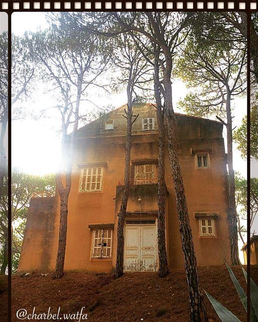 House of Broumana Lebanon authentic iconic traditional door ... (Ouyoun Broumana)