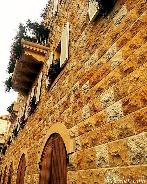 Amazing wall of stone in Broumana balcony flowers bouquet arcade ... (Broumna)