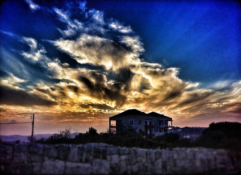 baaqline baakline chouf mountlebanon lebanon sunset clouds sunrays... (Baaqlîne, Mont-Liban, Lebanon)