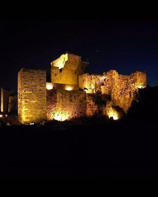 Incrível vista para o castelo de Byblos construído pelos cruzados no século (Byblos Castle)