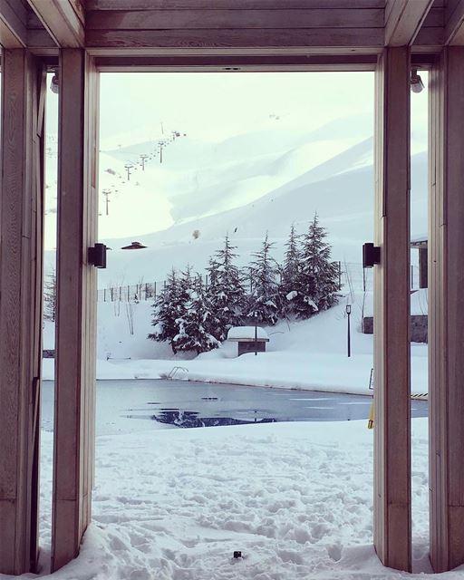Tenham um ótimo fim de semana e fiquem com essa bela vista do Zaarour Club... (Zaarour Club)