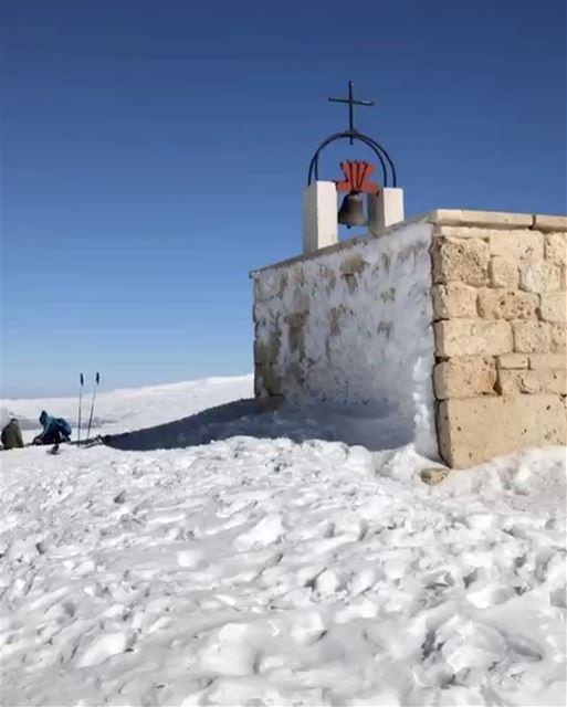 A igreja mais alta do Oriente Médio, no topo de uma montanha do Líbano. Víd (Top of Mzaar Kfardebian)