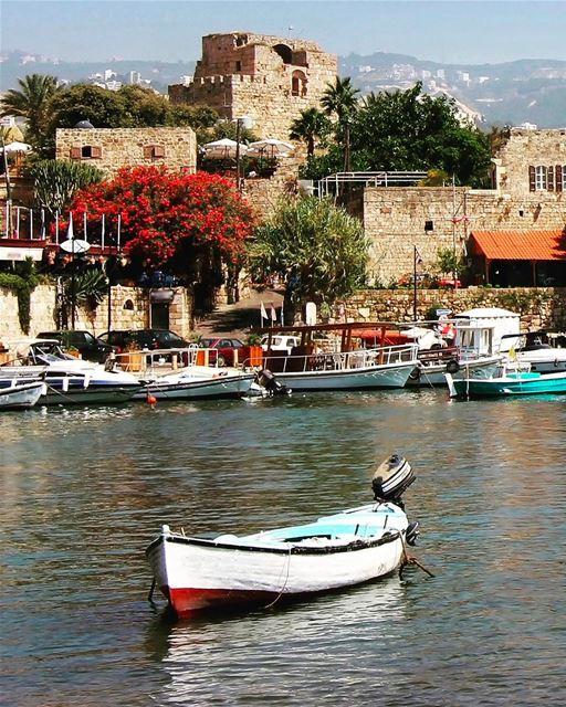 Desejando um ótimo fim de semana com esse charmoso cartão postal de Byblos... (Byblos, Lebanon)