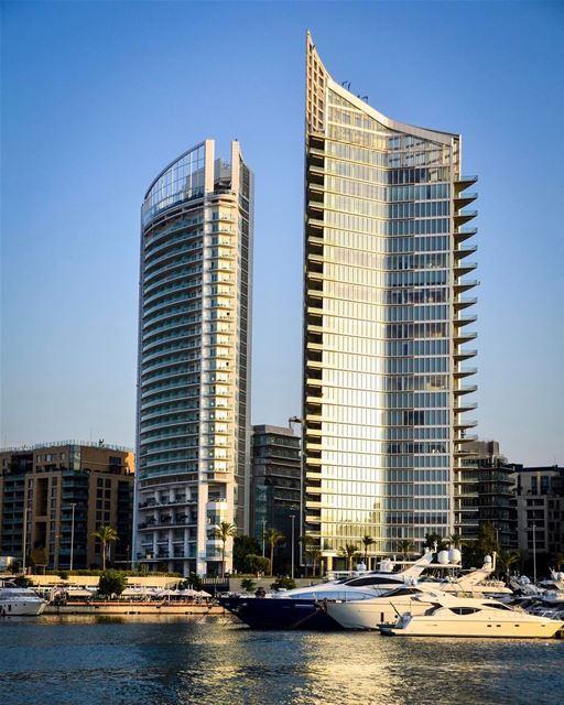 Hotel Four Seasons de Beirute, fotografado por La Vie Overseas. Com vista... (Zaitunay Bay)