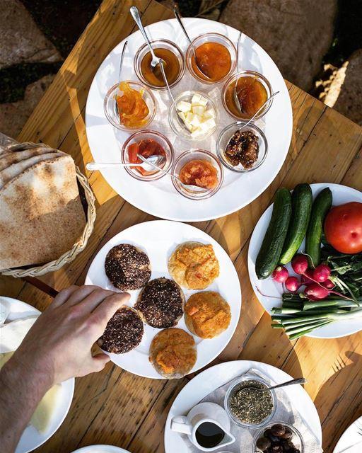 Café da manhã libanês é simplesmente perfeito. Bom dia a todos! Foto de @he (Beit El Qamar)