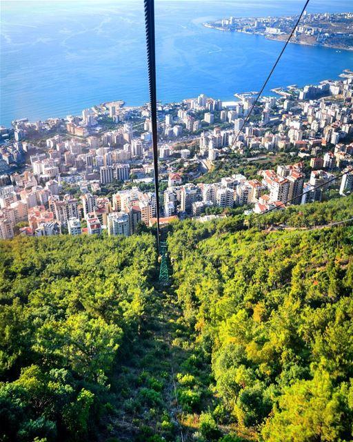 Baía de Jounieh vista a partir do teleférico de Harissa, fotografada por... (Jounieh Bay)