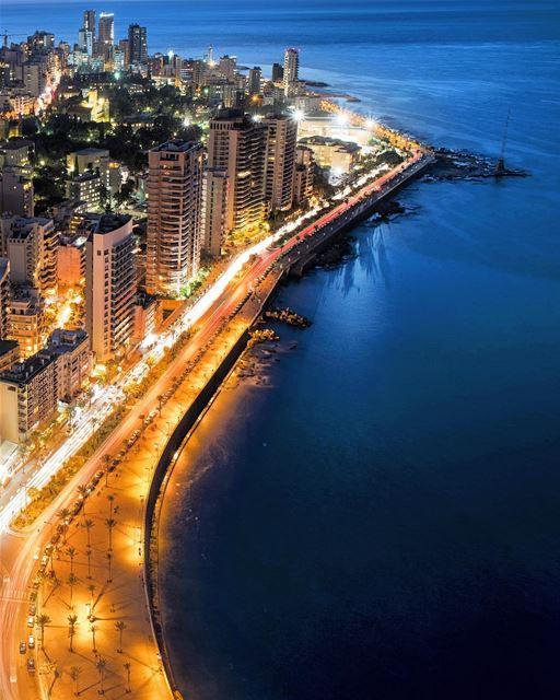Beirute à noite, a melhor vista para a avenida Corniche, uma das mais... (Beirut, Lebanon)