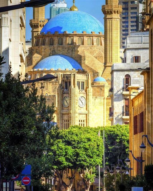 Beirute encanta e surpreende em cada detalhe, seja na arquitetura antiga,... (Place De L'etoile Downtown Beirut)