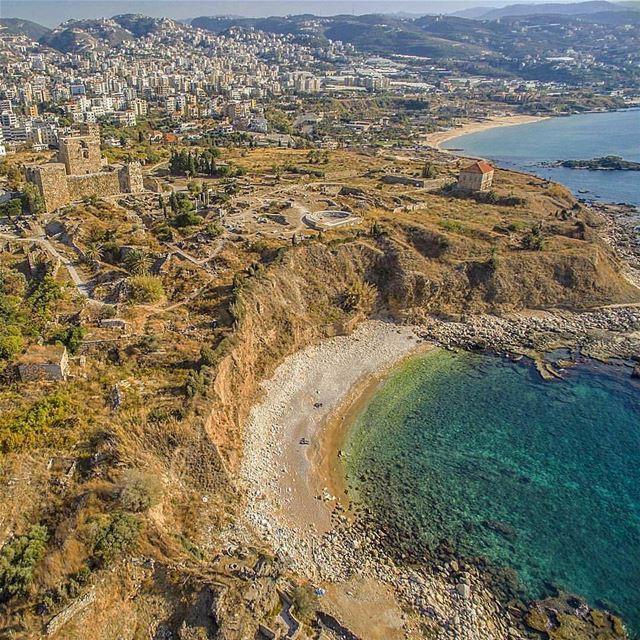 Vista aérea da histórica Byblos, cidade mais antiga do mundo e berço do... (Byblos, Lebanon)
