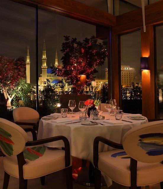 Sexta-feira merece um jantar especial com uma bela vista para a majestosa... (Indigo on the Roof - Le Gray)
