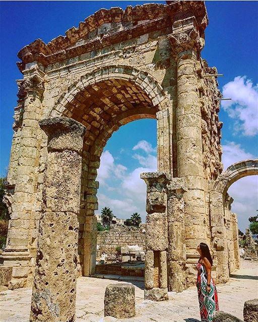 Sítio arqueológico de Tiro, fotografado pela Natalie @natodem 🇱🇧 Diz a... (Ruins of Tyre)