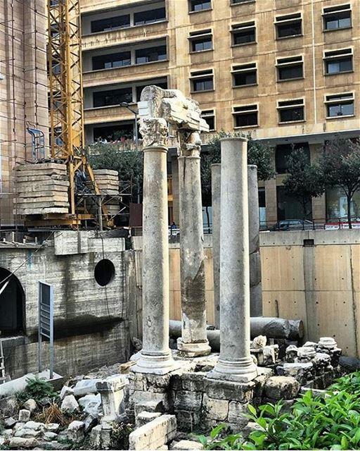 Ruínas da primeira Escola de Direito do mundo, Roman Law School, em... (Forgiveness Garden)