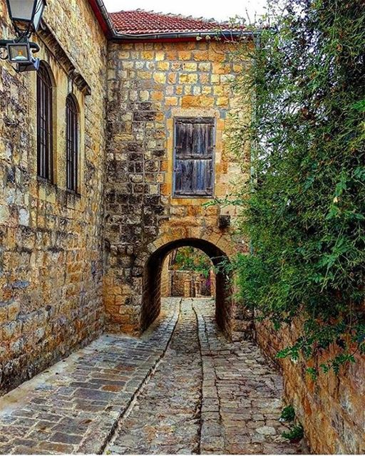 Com suas pitorescas ruas de pedra que datam da Idade Média, Deir El Qamar,... (دير القمر - Deir El Qamar)