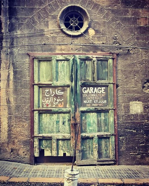oldhouse beirut spears garage oldbeirut lebanon photography ... (Sanayih)