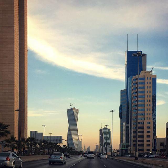Working Sundays!Beautiful Skies beautifuldestinations instatraveling ... (Riyadh, Saudi Arabia)