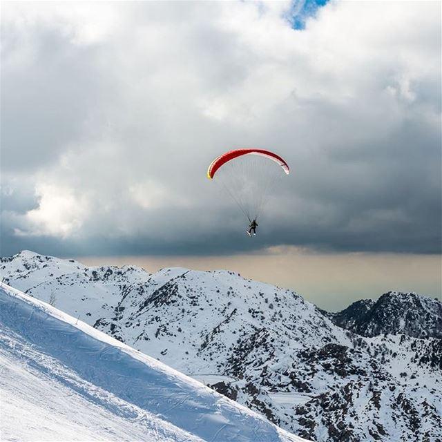 A peaceful ride in the sky lebanon laklouk snow paragliding neige ... (El Laklouk, Mont-Liban, Lebanon)