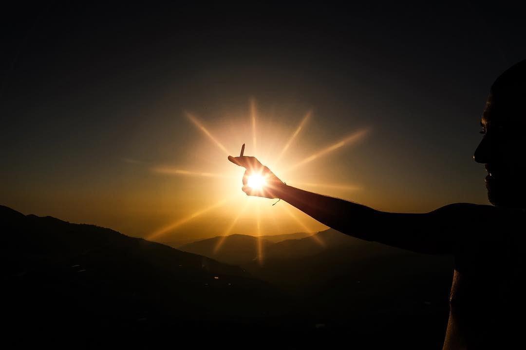 When we love Darkness & we Catch the light 😺 (Arez Bcharre)