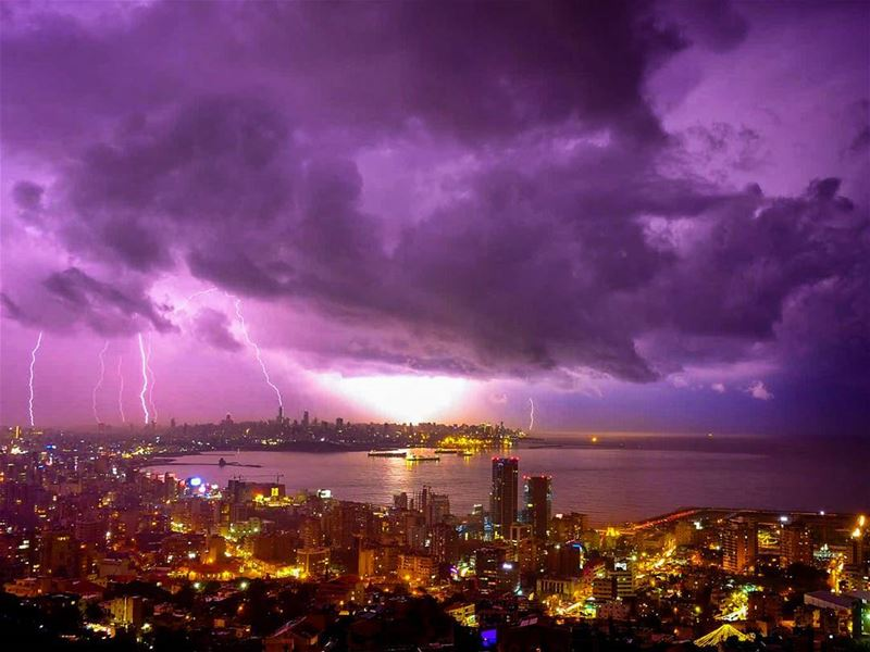 Beirut under lightning strikes 😨😨😨 lightning thunder storm ... (Beruit, Rabieh)