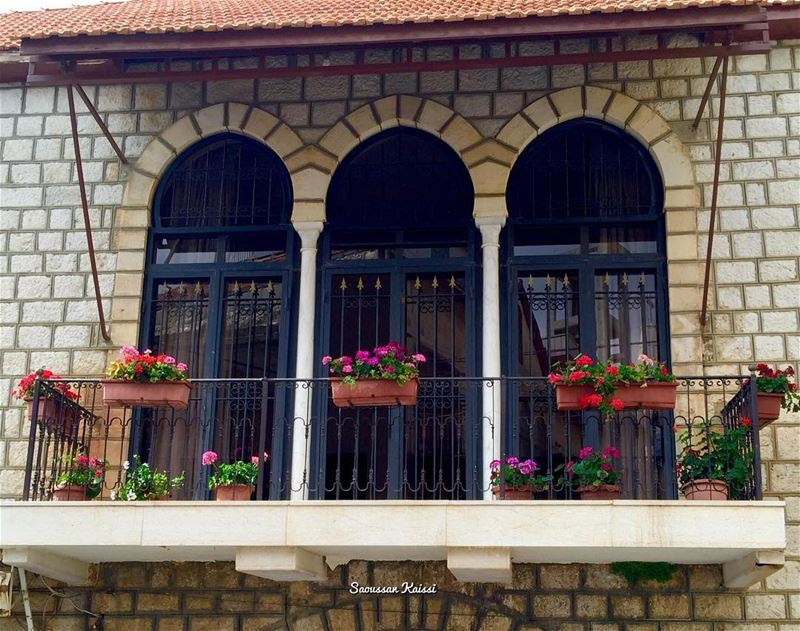 nostalgia heritage old architecture architecturaldetails flowers ...