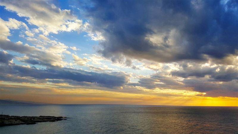 sunset livelovebeirut💛 livelovelebanon❤️ beirut lebanon🇱🇧