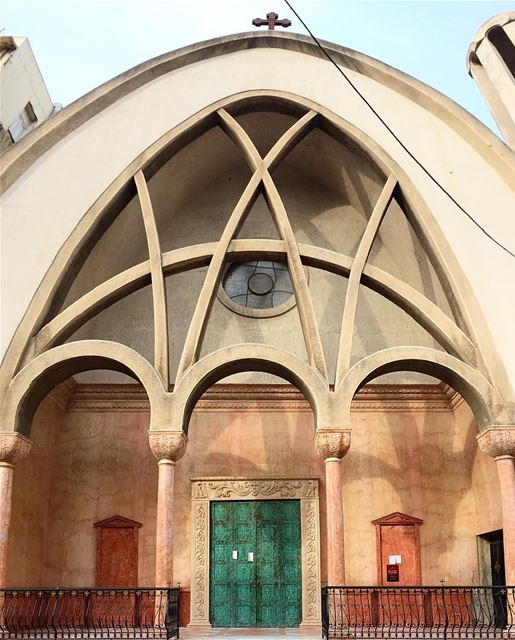 Evening peeps ⛪️🎉 ....... picoftheday photooftheday church ... (Gemmayzeh, Beirut)