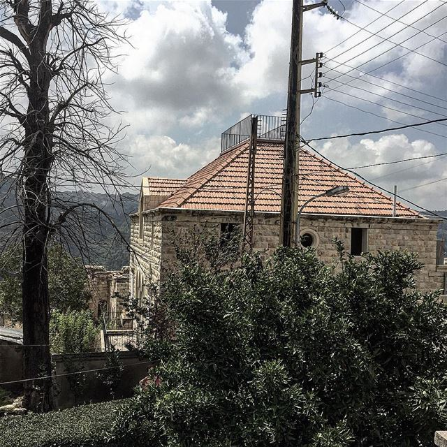 mothernature oldhouse lbl lebanon picoftheday photooftheday l4l ... (دير القمر - Deir El Qamar)