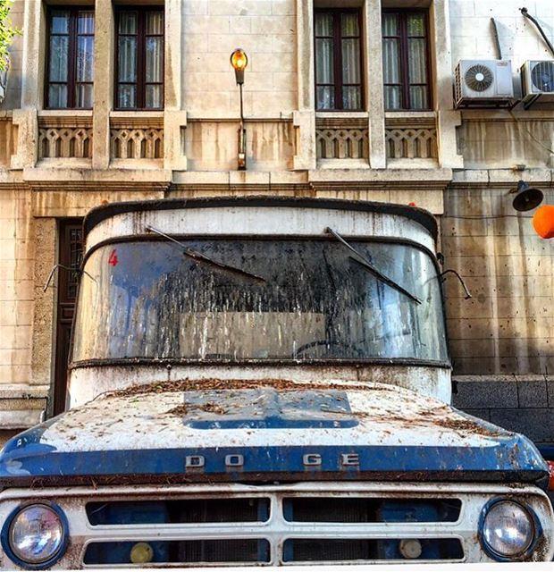 S T O P 🚫 schoolbus old lbl beirut livelovebeirut ... (Collège Sacré Coeur - Frères Gemmayzé)