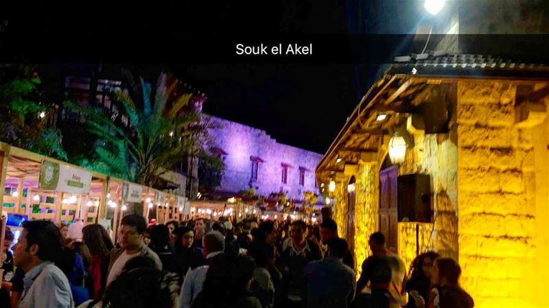 🍔🍕🌭🍗🧀🍞 soukelakel picoftheday photooftheday night people ... (Zouk Mikael)