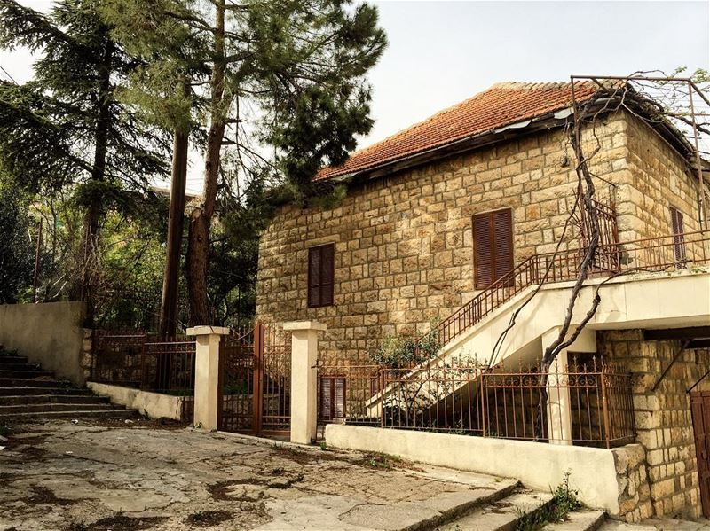 picoftheday  photooftheday  place  trip  oldhouse  l4l  liking  likeall ... (El Mreijat, Béqaa, Lebanon)