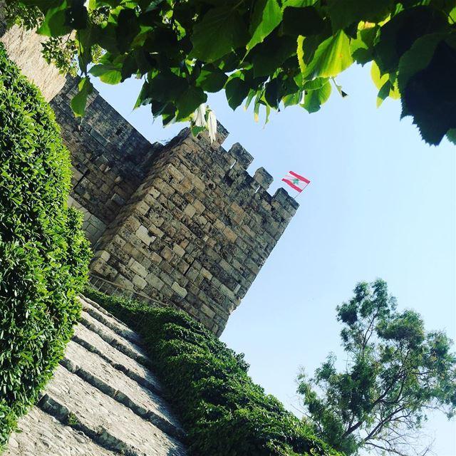 Lebanon byblos jbeil castle green leaf trees flag Liban home ... (Byblos - Jbail بيبلوس/جبيل)