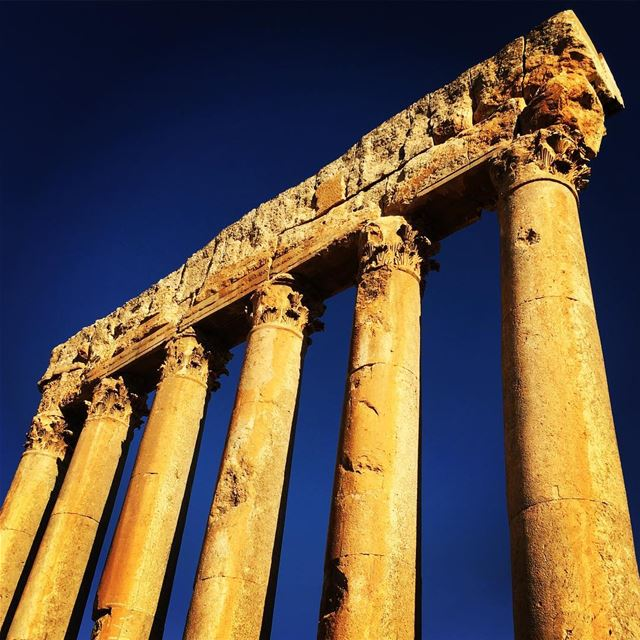 baalbek roman column lebanon ... (Temple Of Jupiter - Baalbeck)