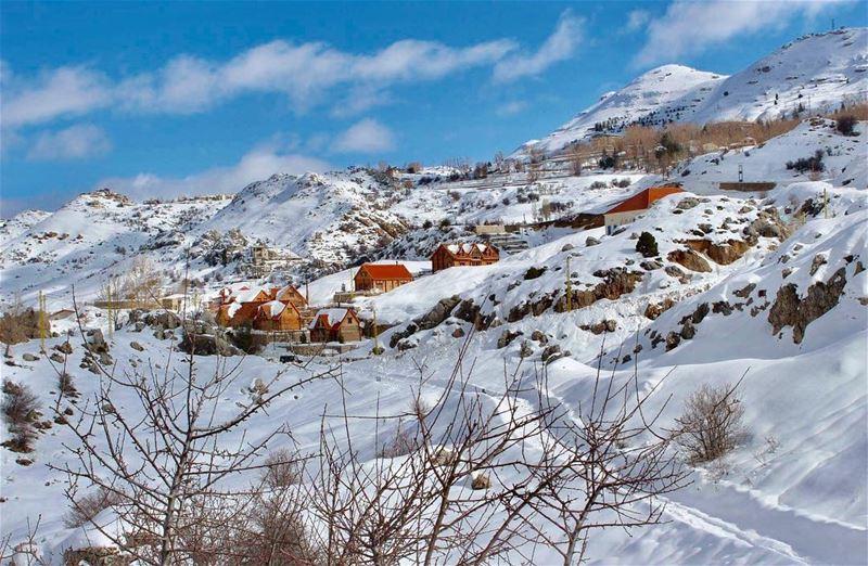 laqlouq amazing village lebanesestyle mountains snow... (Laklouk-tannourine)