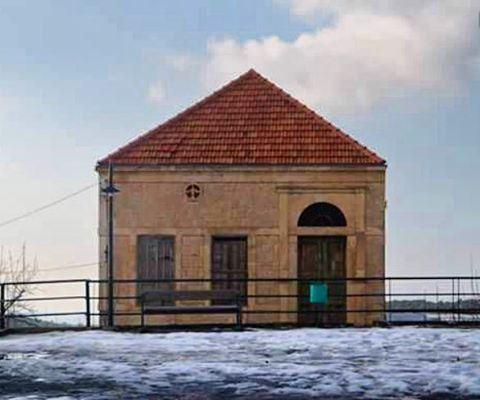 oldhouse wintertime snowing lebanesehouse hardine cozy oldbutgold... (Hardîne, Liban-Nord, Lebanon)