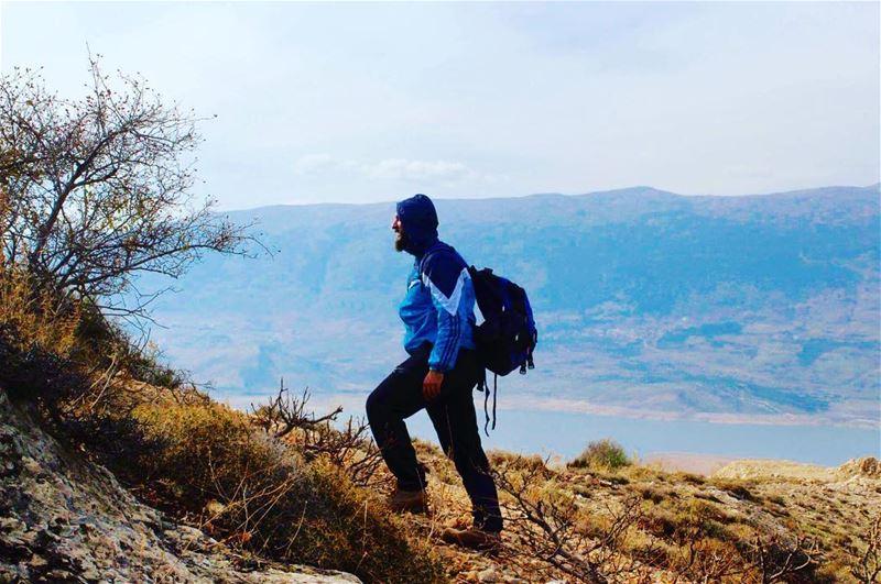 hiker naturelover lake mountainlove mountains hiking beqaadventures ... (Karoun, Al Beqqa, Libnan)