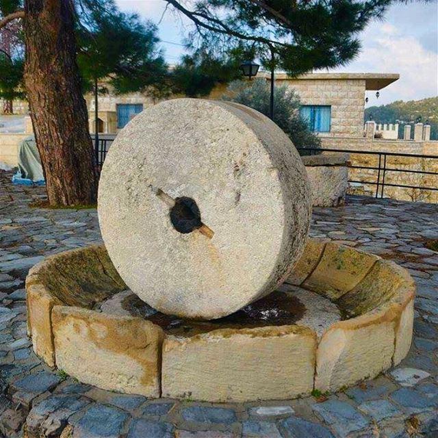 oldbutgold village طاحونه_قمح history big stone hardine livelovebeirut... (Hardin قرية المحابس)