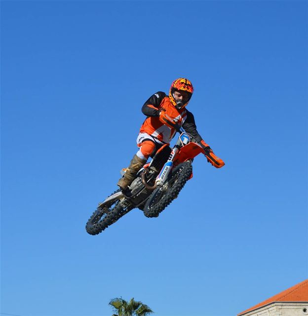 Ready to fly 🚵 sunday race readytorace ktm cross motocross motorcycle... (Fouad Chehab- Jounieh)