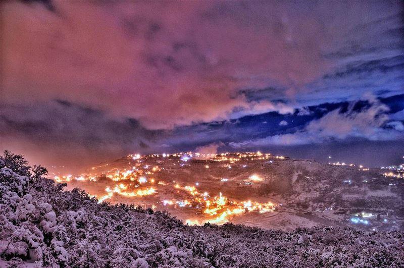 monday storm stormy weather lights mountains snow wind winter freezing... (Zaarour)