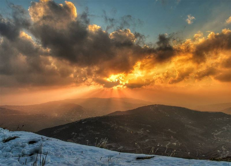 🌄🌄 saturday hike sunset sun clouds snow amazing view awesome earth pic... (Bakich)